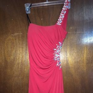 Dresses & Skirts - Red beautiful prom/party dress